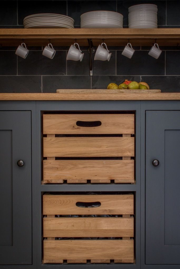 In this English kitchen, the designers of Sustainable Kitchen have replaced a ...