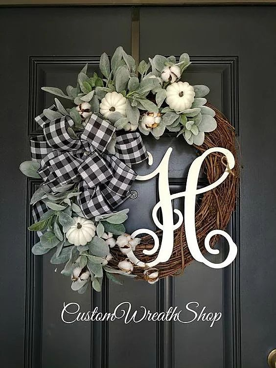 Gorgeous wreaths for Autumn | TRENDING BUFFALO CHECK | Beautiful Fall wreath wit...