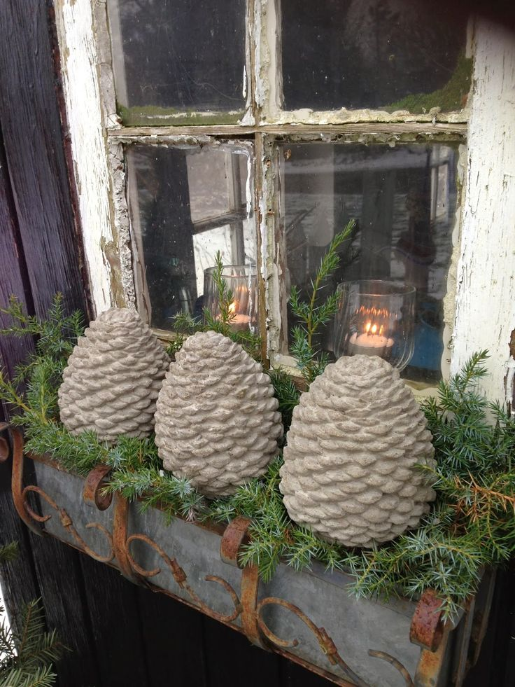 Mrs. Pedersen's garden: Concrete balls - I have some of these in the mold right now. D ...