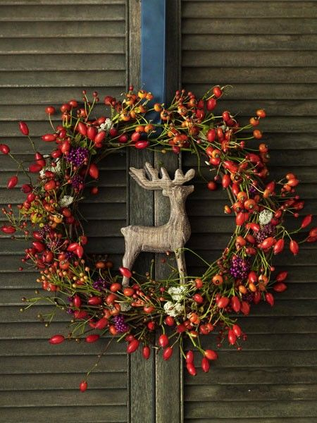 Autumn decoration - a beautiful wreath of berries. It's really easy!