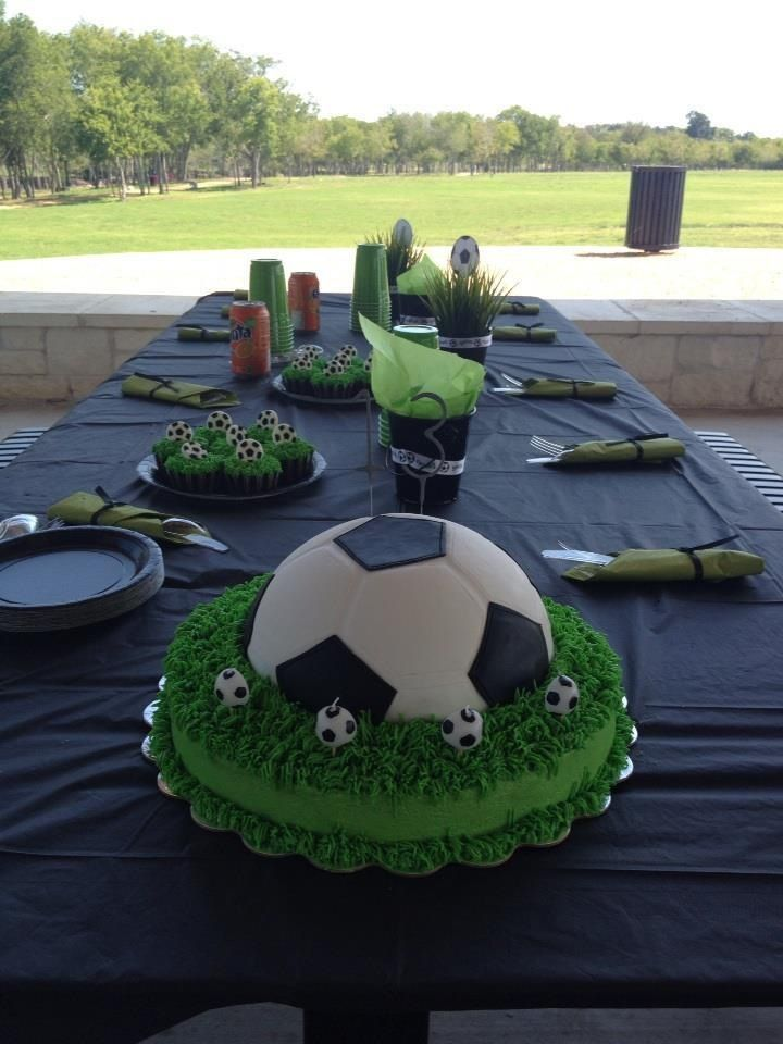 Soccer cake The football party can really get off the ground with this great I ...