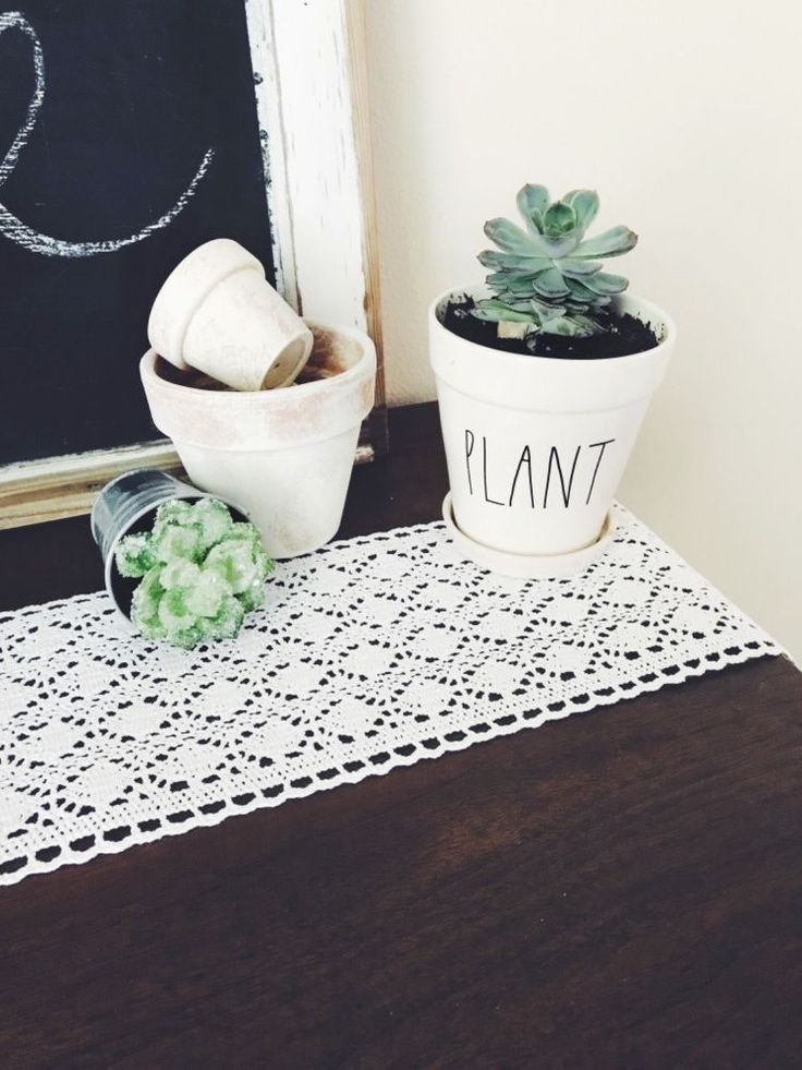 Distressed Terra Cotta Pots for summer DIY home decor on a budget. Learn how to ...
