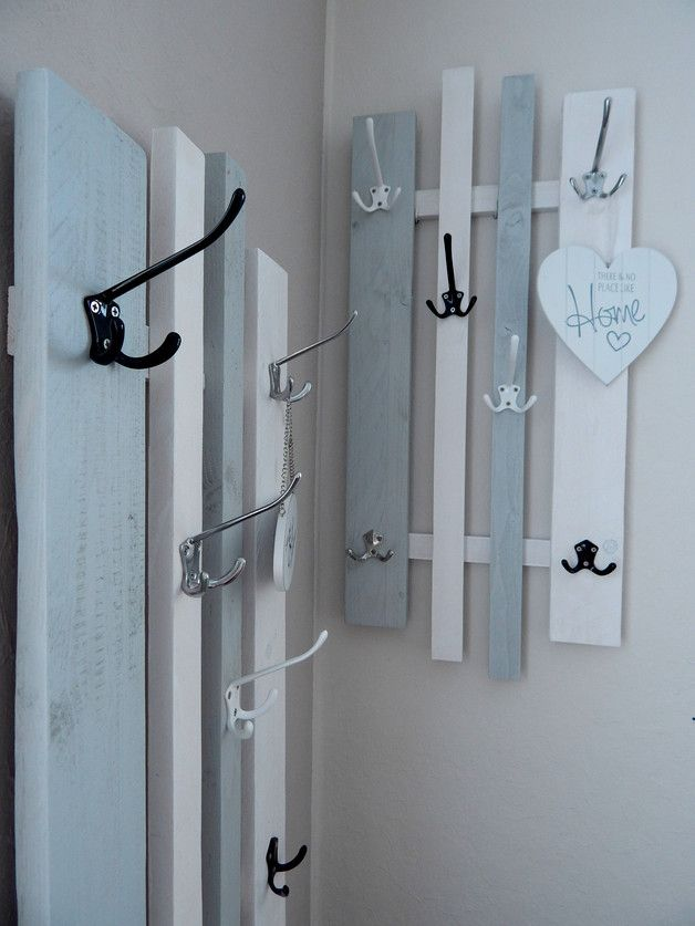 * Variable wardrobe * with 4 large aluminum hooks, which each have 3 hangers ...
