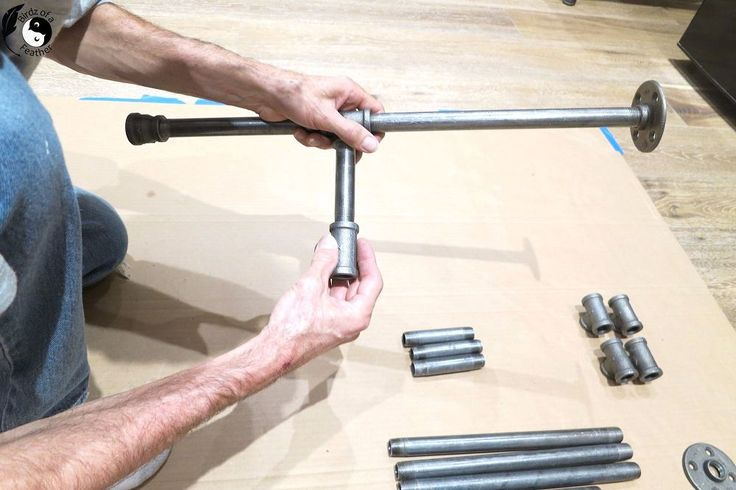 Simple DIY Pipe Table- Give your living room a much needed side table with this ...