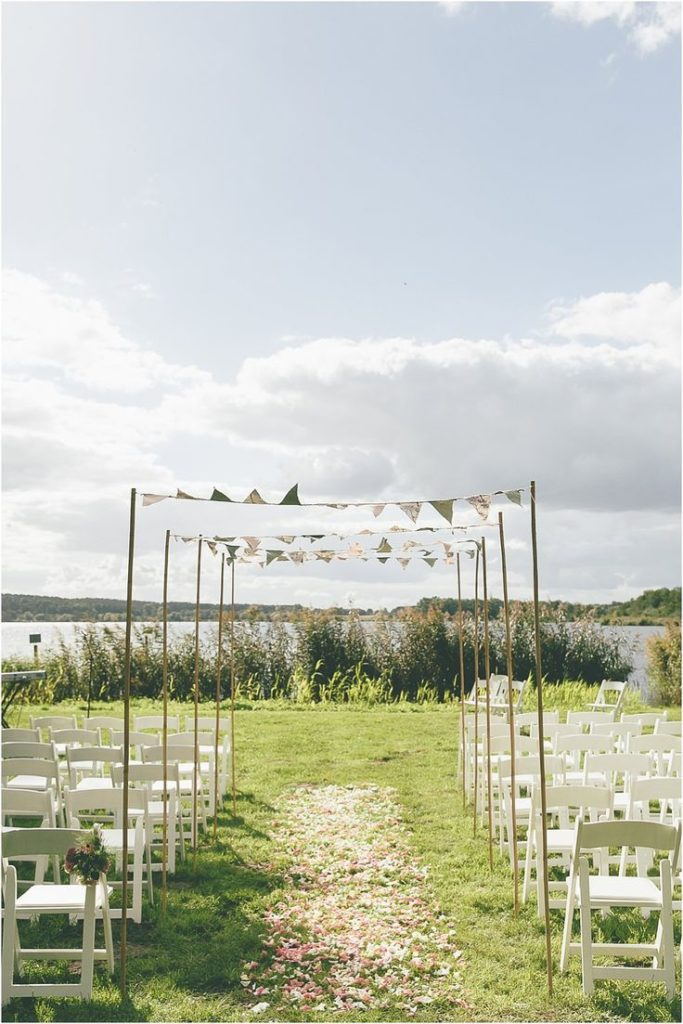 Decoration for a natural-nostalgic meadow wedding, Free wedding at the Se ...