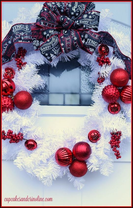 Black, red & white Christmas wreath DIY for your front door this winter. I'v...