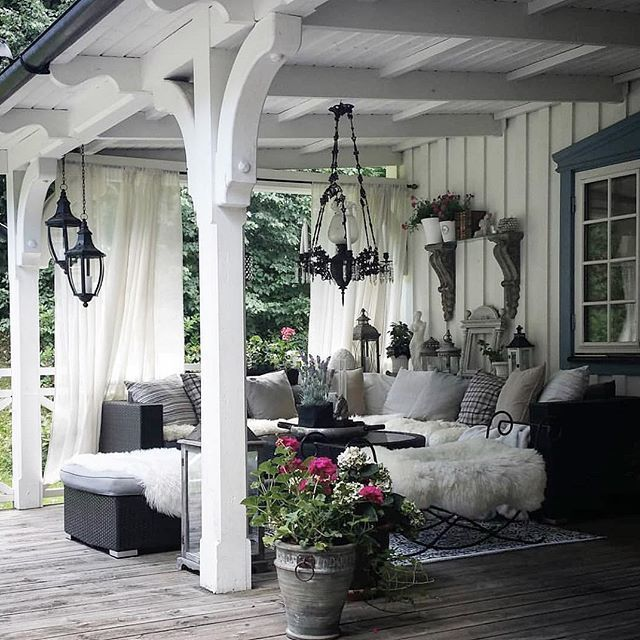Hello everybody!!! How adorable is this cute outdoor space. These...