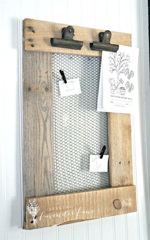 This is functional DIY decor made of pallet wood and wire mesh, the p, #decor ...