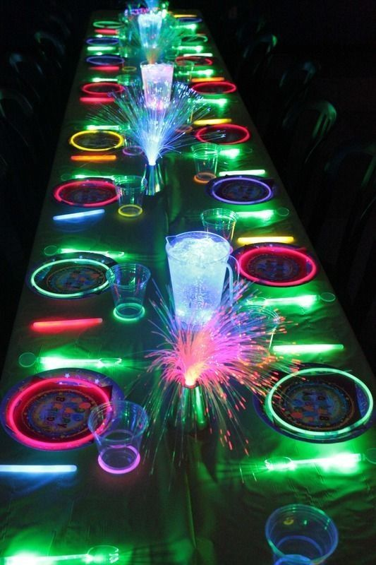 Glow Stick Ideas DIY l great and galactic table decoration for the next birth ...