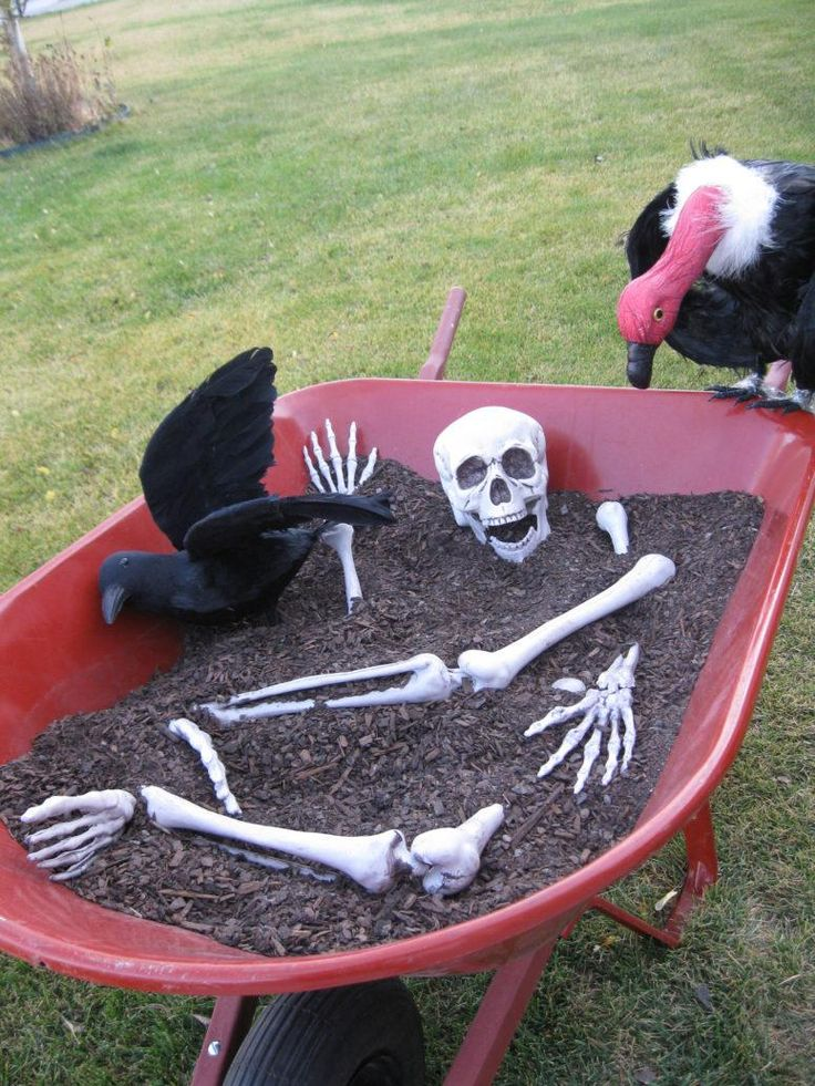 Awesome outdoor halloween party ideas 29