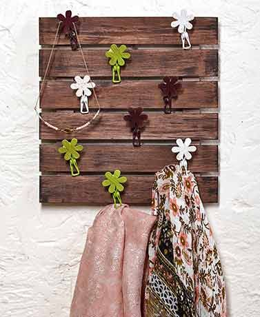 Keep your scarves and other accessories neatly sorted with this pallet hanger. I...