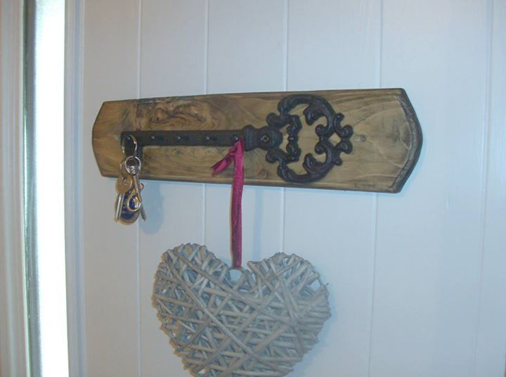 Retro Pallets Hanger Ideas