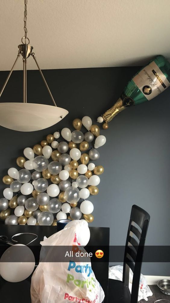 Decorating Party - New Year's wall decoration with balloons