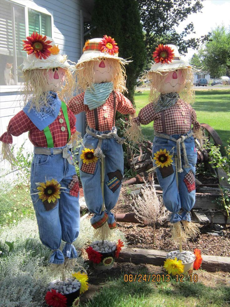 15 Fabulous Scarecrow Yard Decoration Ideas For Fall and Halloween