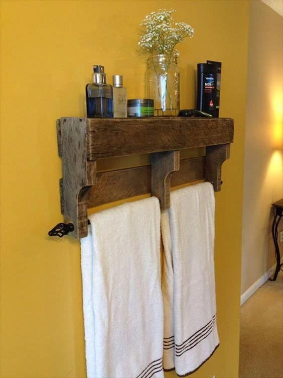 17 Pallet Projects You Can Make for Your Bathroom Shelves & Coat Hangers #bathro...