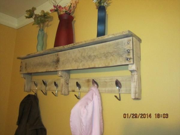 """DIY jewelry wall hanger made with pallet wood - brilliant! Smart idea for the """"t..."""