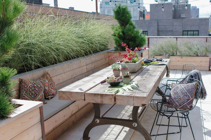 Corner bench on roof terrace, lateral planting for demarcation
