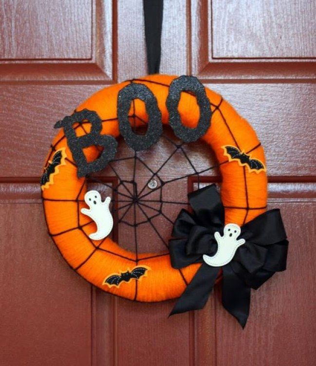 Cute ghost wreath in orange and black for Halloween