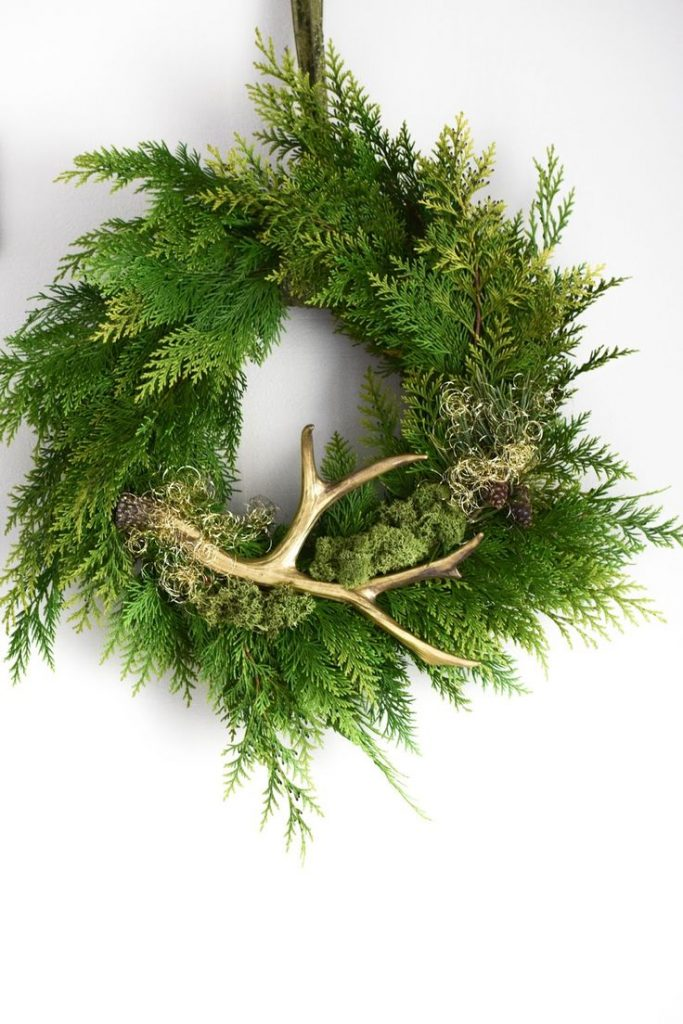 DIY Wreath yourself easy and fast with Thuja, pine, antlers and other ...