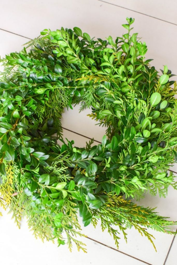 DIY wreath yourself for spring. Spring wreath simply homemade from ...