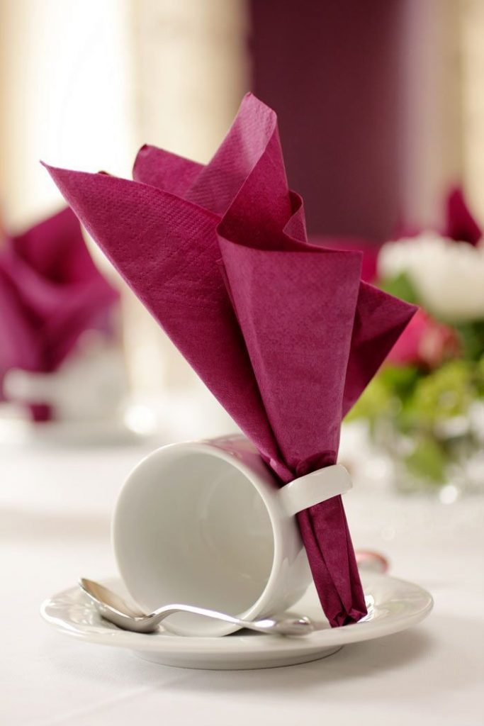 Even cheap decorative items can contribute to a great table decoration ... Let ...