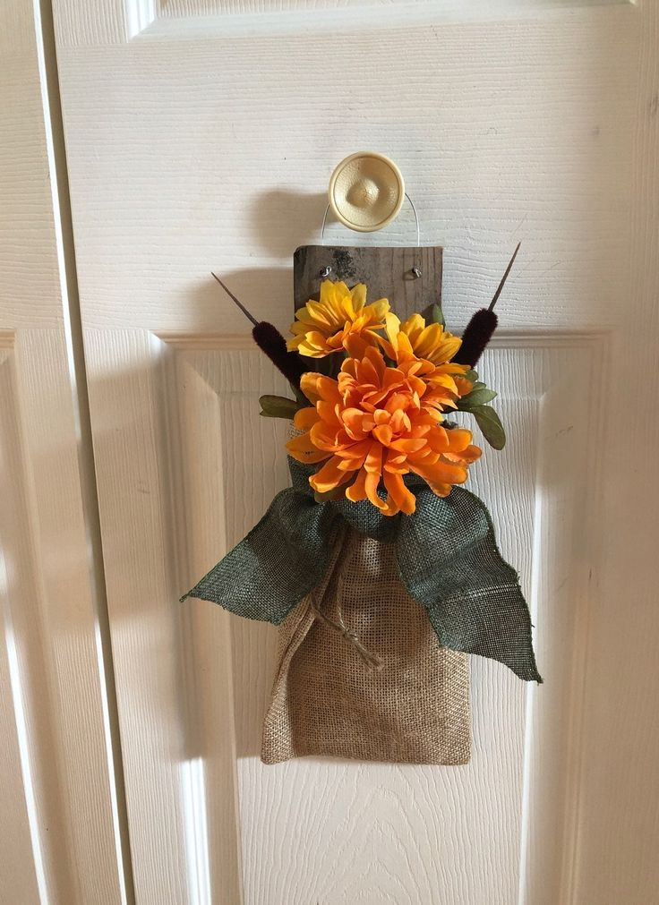 Hand made Fall hanging decoration. Made with old pallet board, burlap, Fall flow...