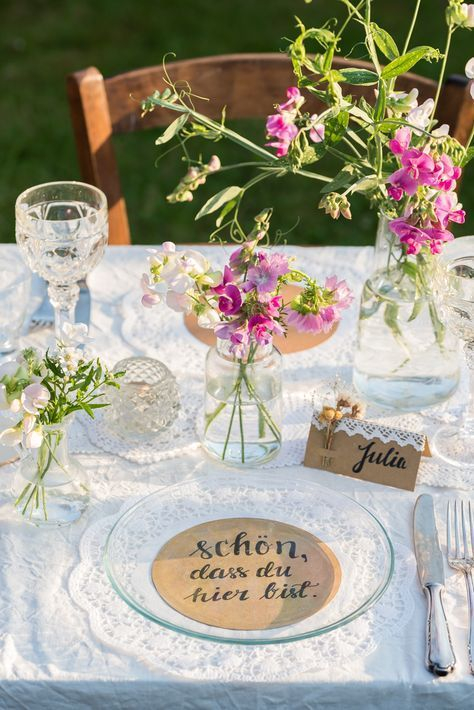 Inspiration for simple DIY paper ideas for a wedding in vintage loo ...