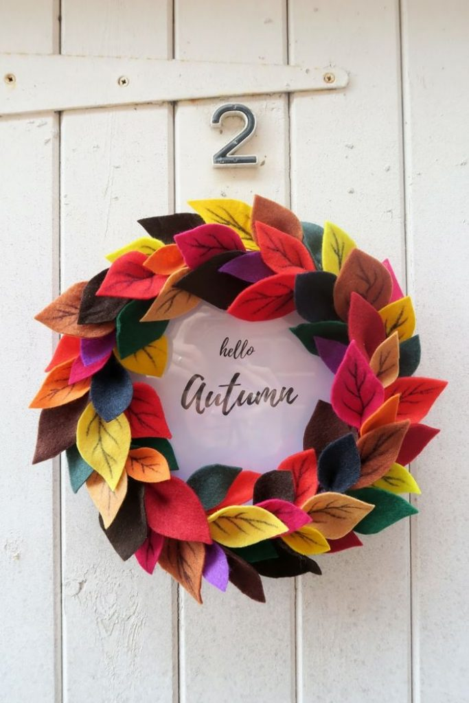 Make your own autumn decoration, wreath of colorful felt leaves and frame, Hello Herb ...