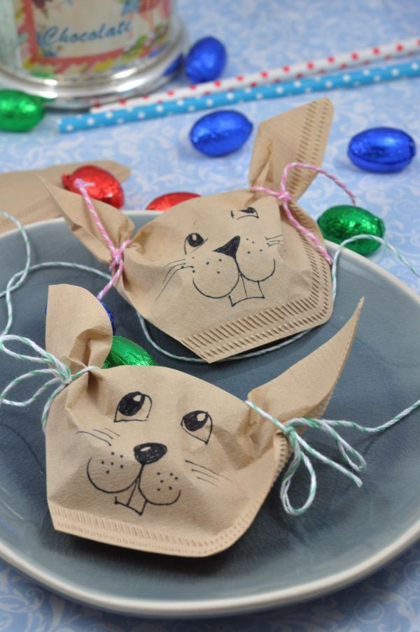 Perfect for the Easter table: this little DIY idea is a sweet goodie for the ...