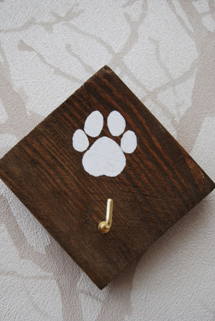 Reclaimed Pallet Wood Paw Print Small Dog Lead Hanger / Key Hook